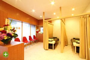 待合スペースと施術室